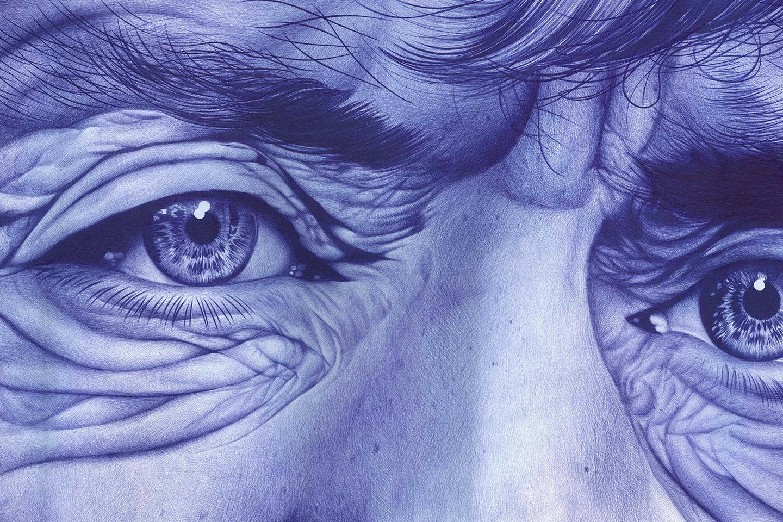 ojos-boligrafo-azul